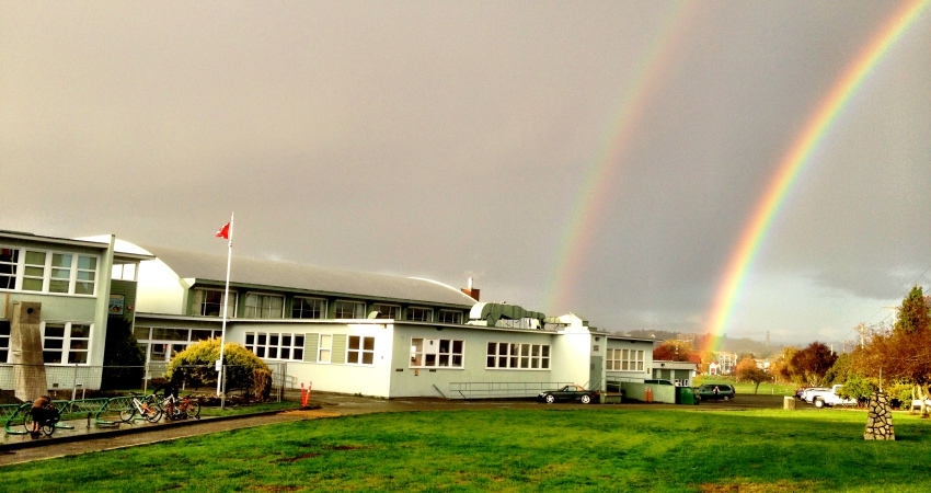 https://lansdowne.sd61.bc.ca/wp-content/uploads/sites/68/2014/11/Lansdowne-School-with-Rainbow-850x450.jpg